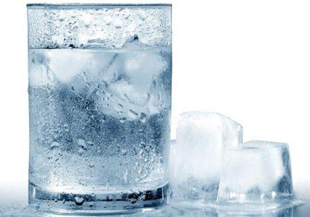 Apakah Minum Air Dingin Berbahaya Bagi Kesehatan?